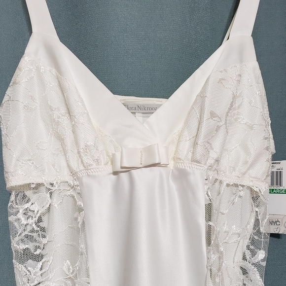 Flora Nikrooz Other - Flora Nikrooz Lace Gown